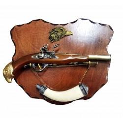 Set Cadou Bricheta Pistol cu Corn si Panoplie Falcon WZ2122