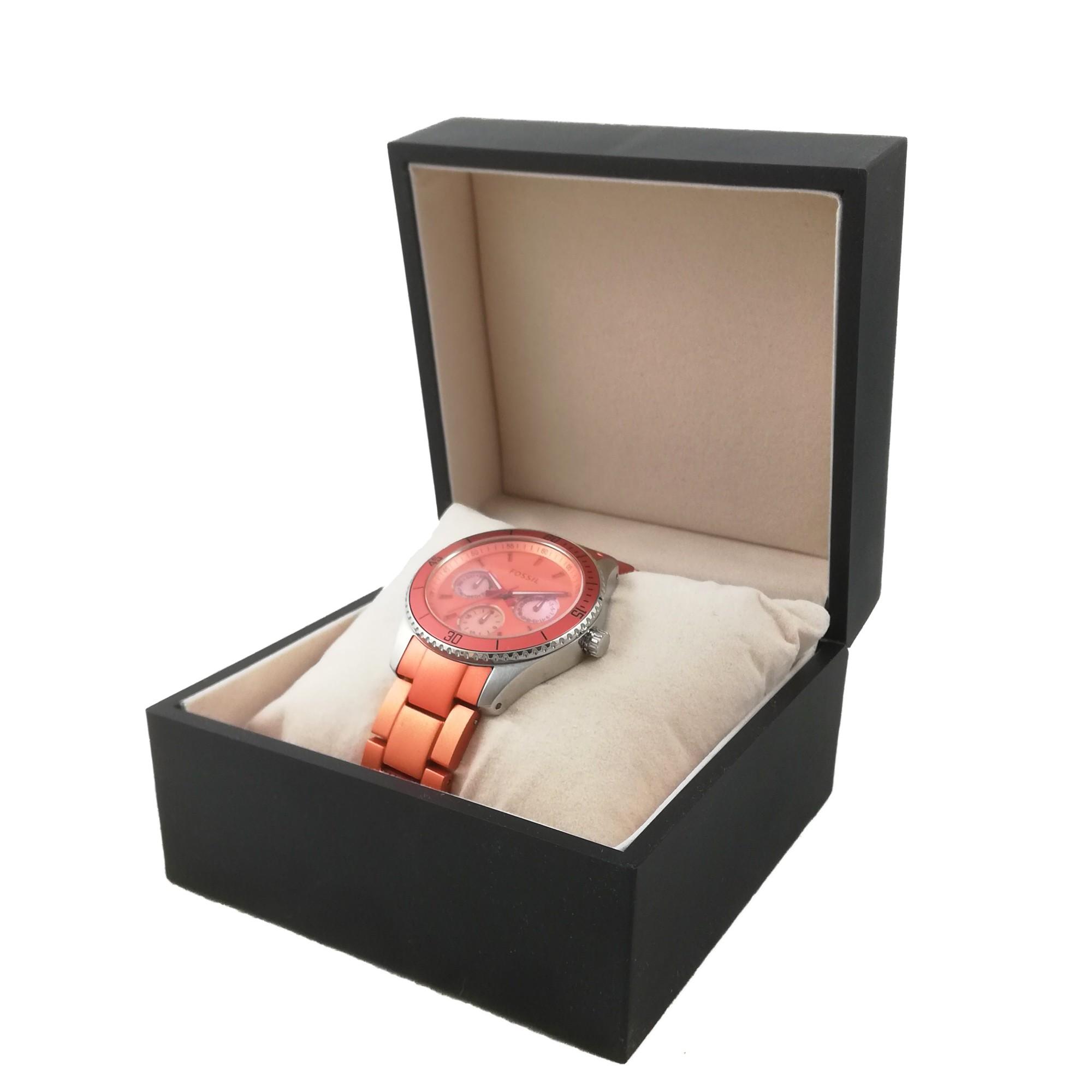 Cutie neagra sau visinie pentru un ceas din MDF